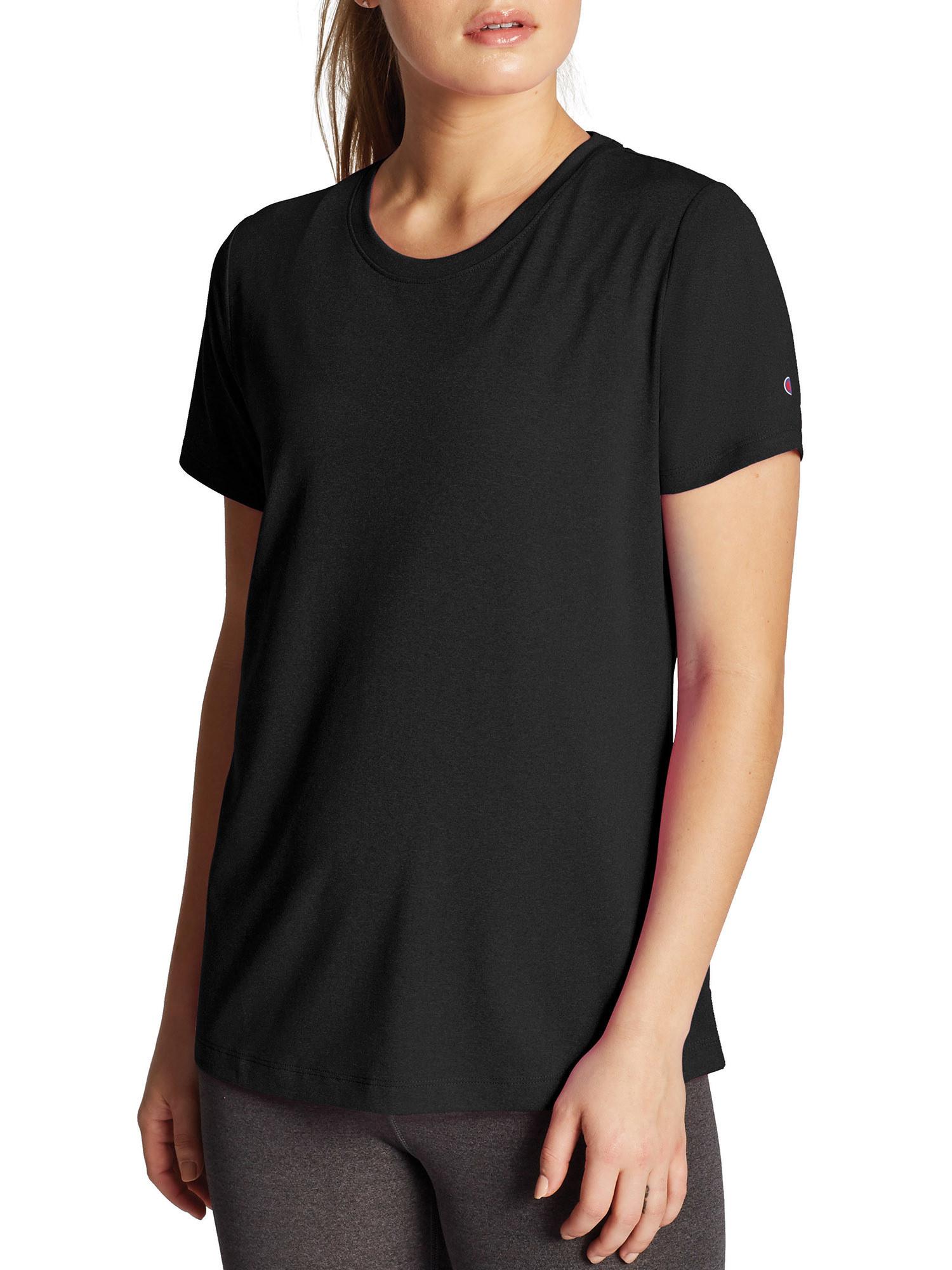 model wearing the black t-shirt