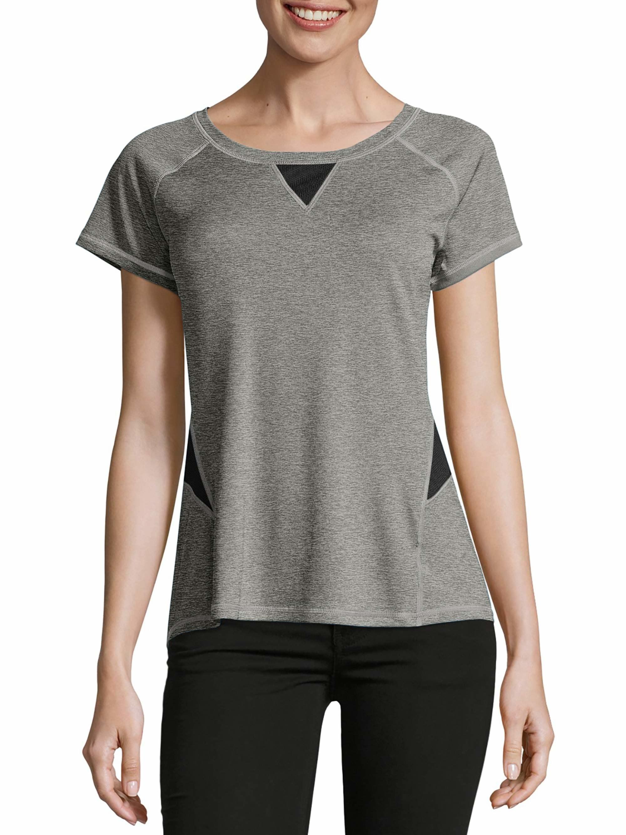 model wearing heather gray T-shirt