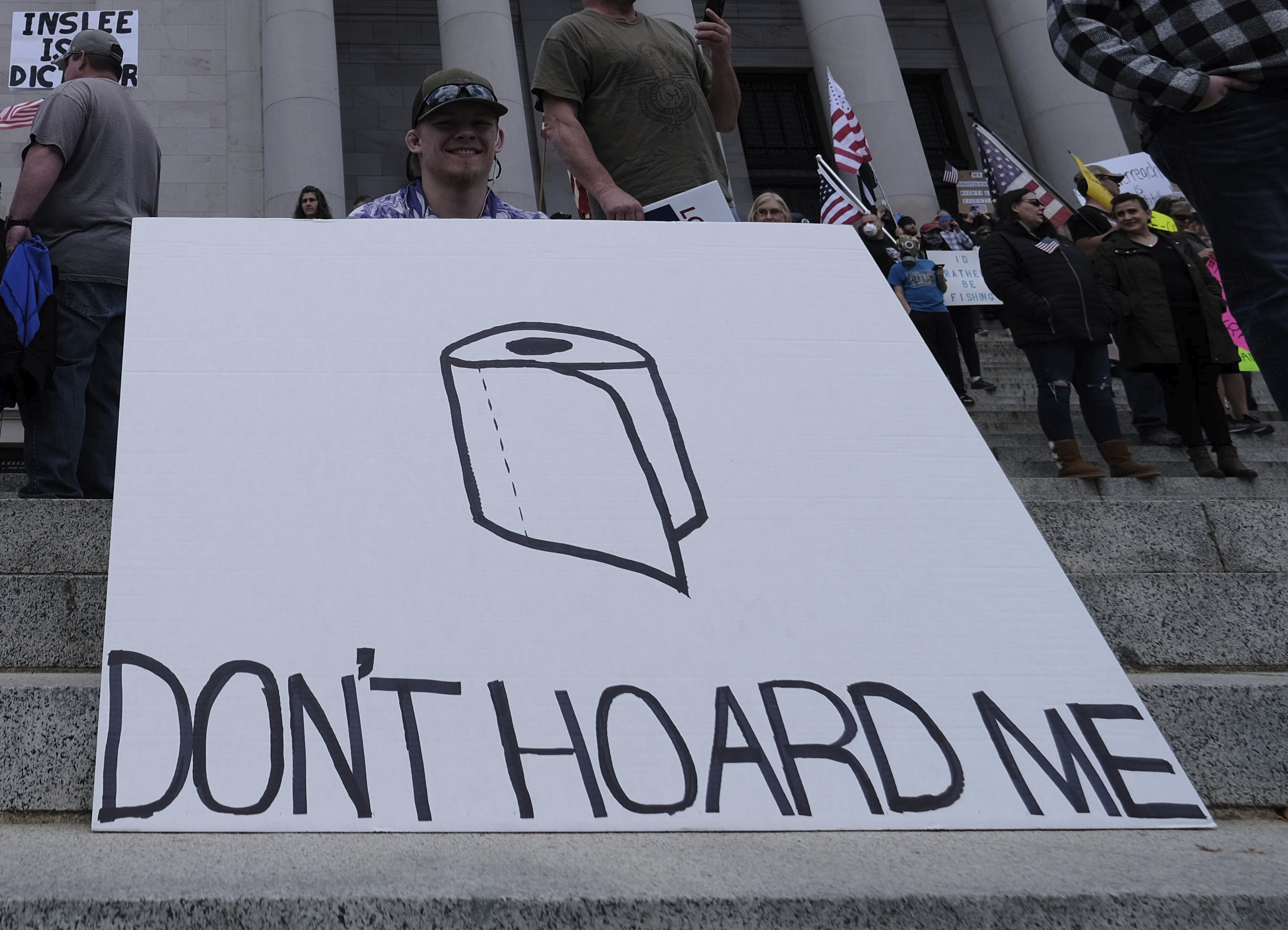 """Sign showing a toilet roll and reading, """"Don't hoard me"""""""