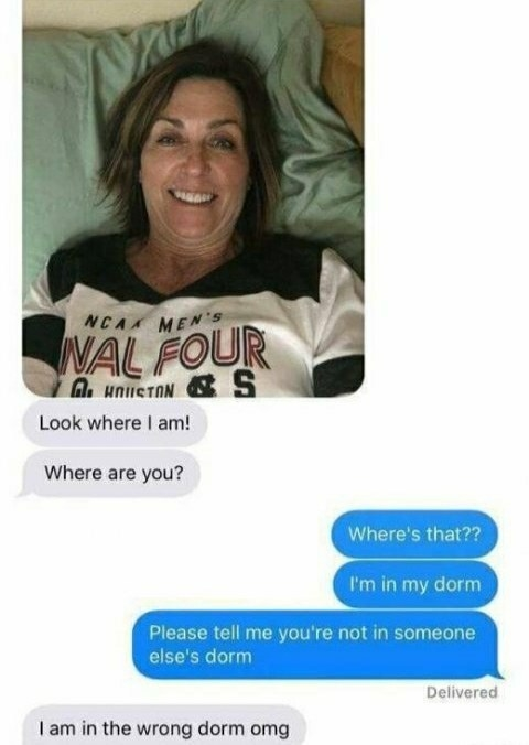 picture of a mom texting look where i am where are you and the mom realizes theyre not in the right dorm