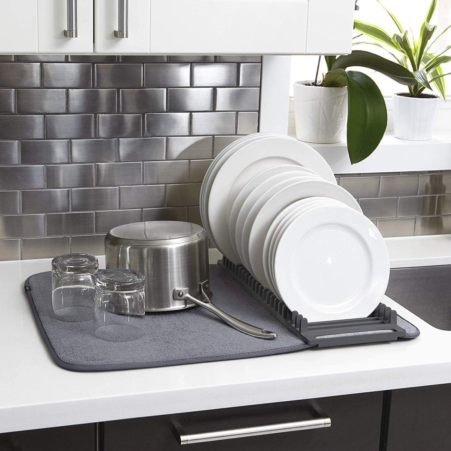 kitchen countertop with a combo dish-drying mat and pad