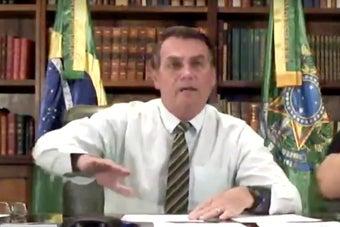 Bolsonaro agora ataca o ministro da Saúde e o coronavírus continua se espalhando