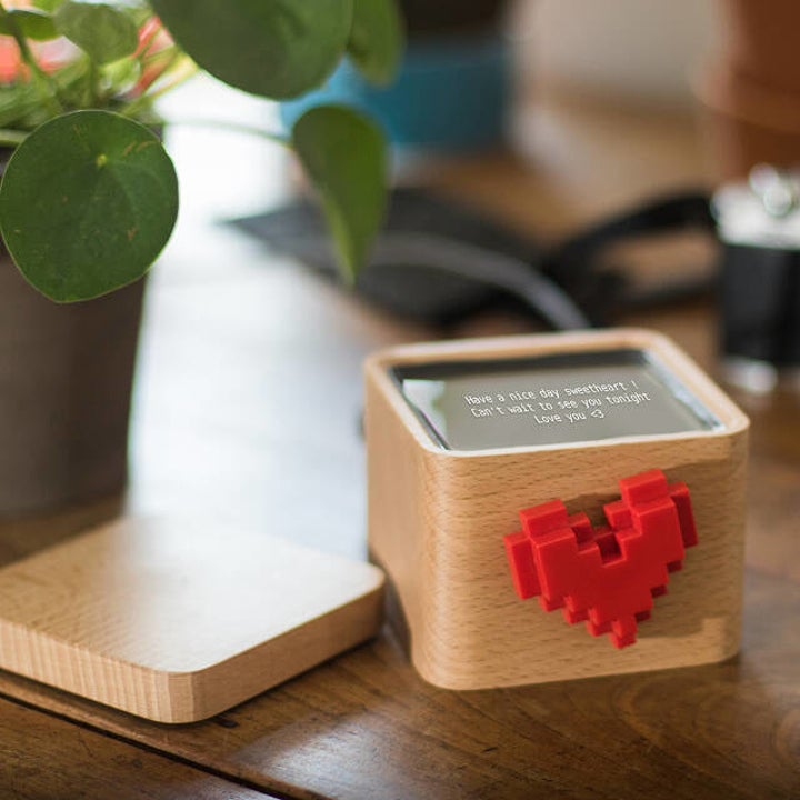 Closeup of the box with the top sitting next to it and a screen on the top with a message on it