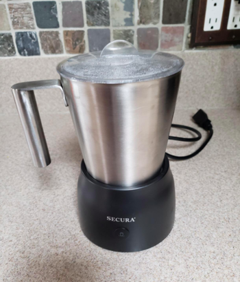 Reviewer's picture of the milk frother
