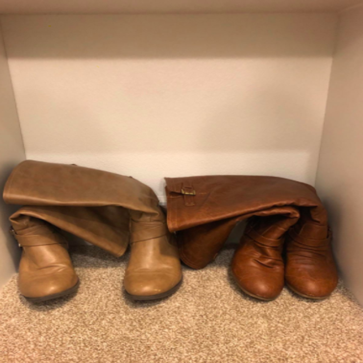 reviewers boots leaning over