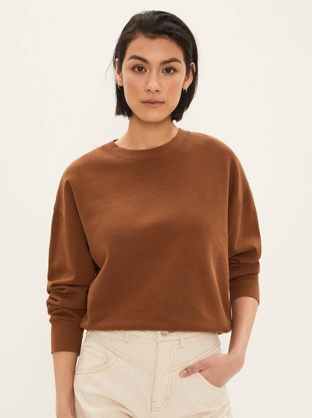 model wearing brown basic sweatshirt with white jeans