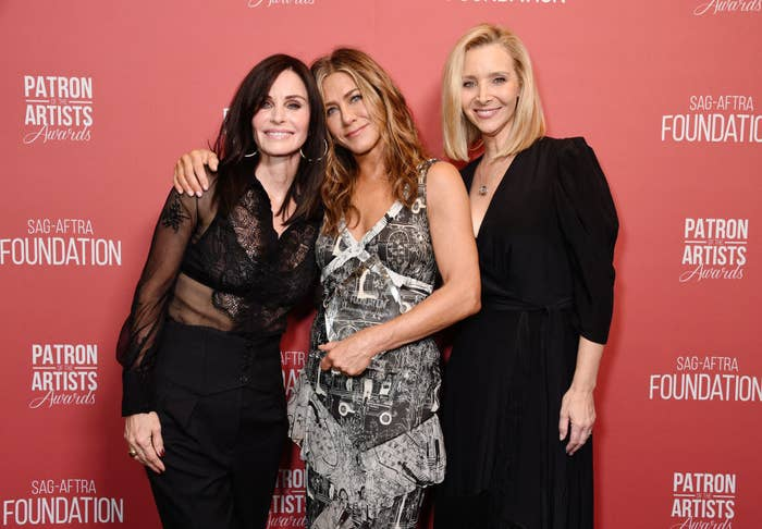Courteney Cox, Jennifer Aniston, and Lisa Kudrow pose for a picture on the red carpet.