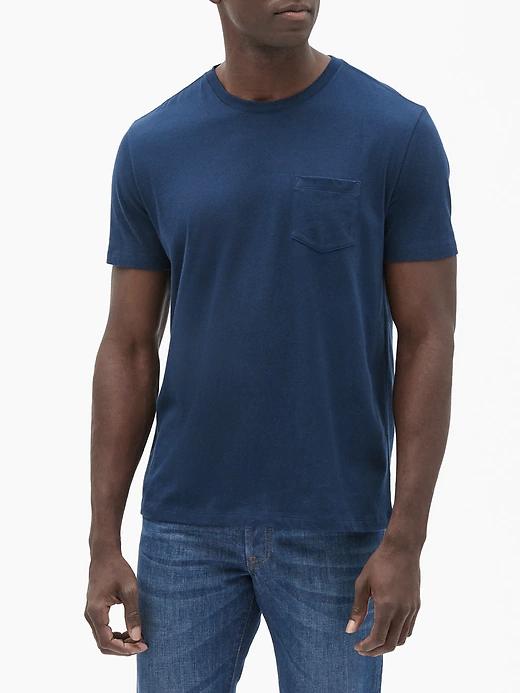 A man wearing a navy short sleeve tee