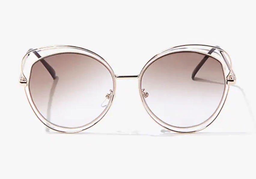 The sunglasses, made with transparent plastic and an ombre pink tint