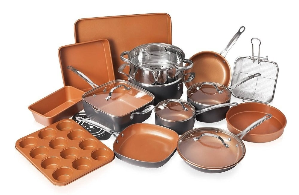 The cookware and bakeware set in copper