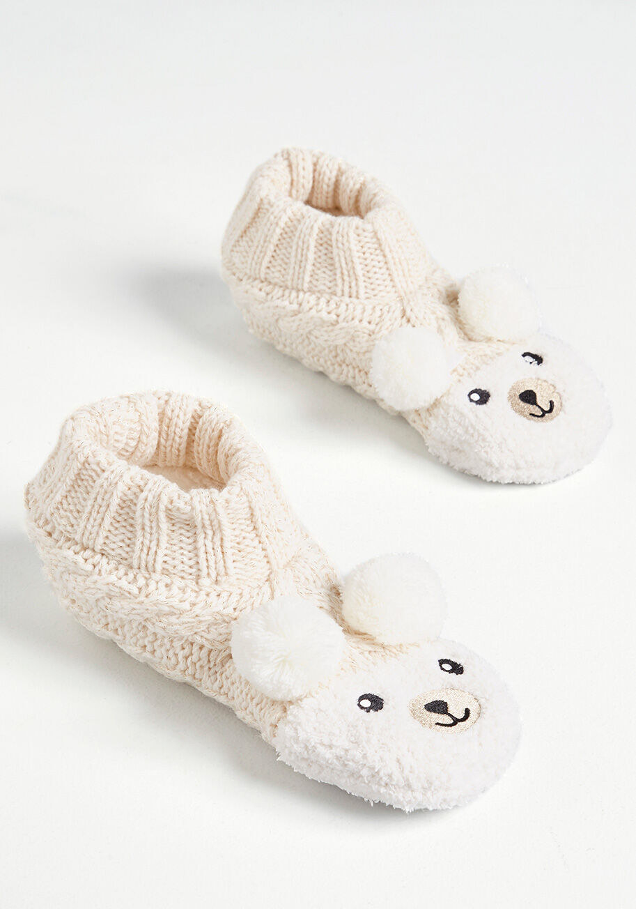 a pair of slippers with fuzzy bear faces