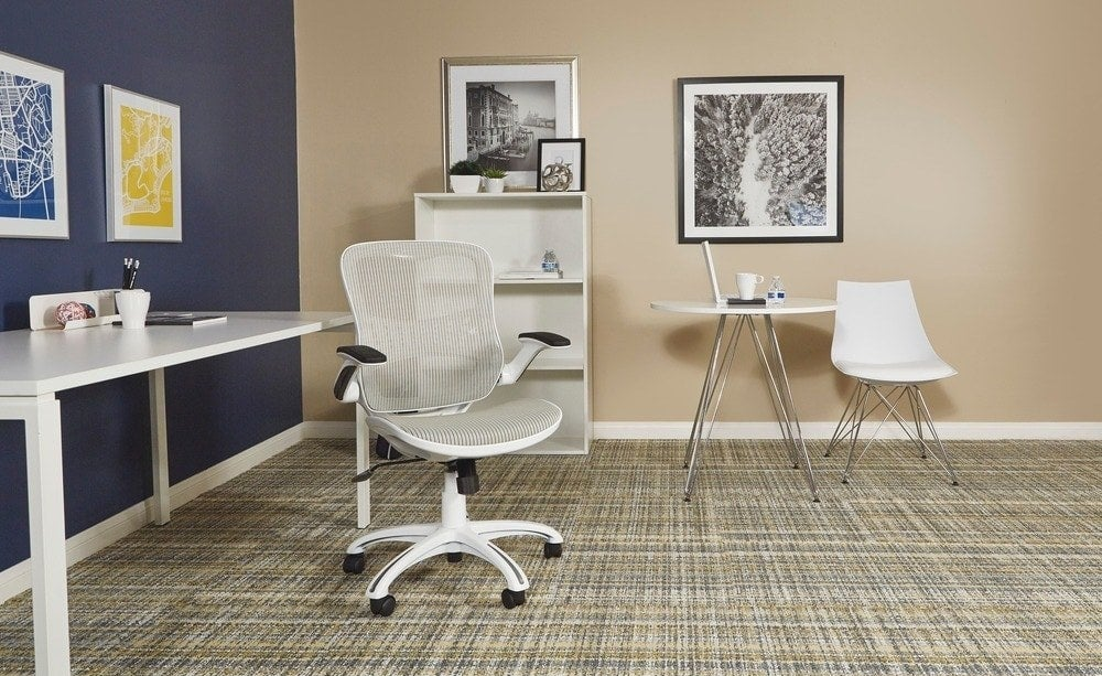 The desk chair in white