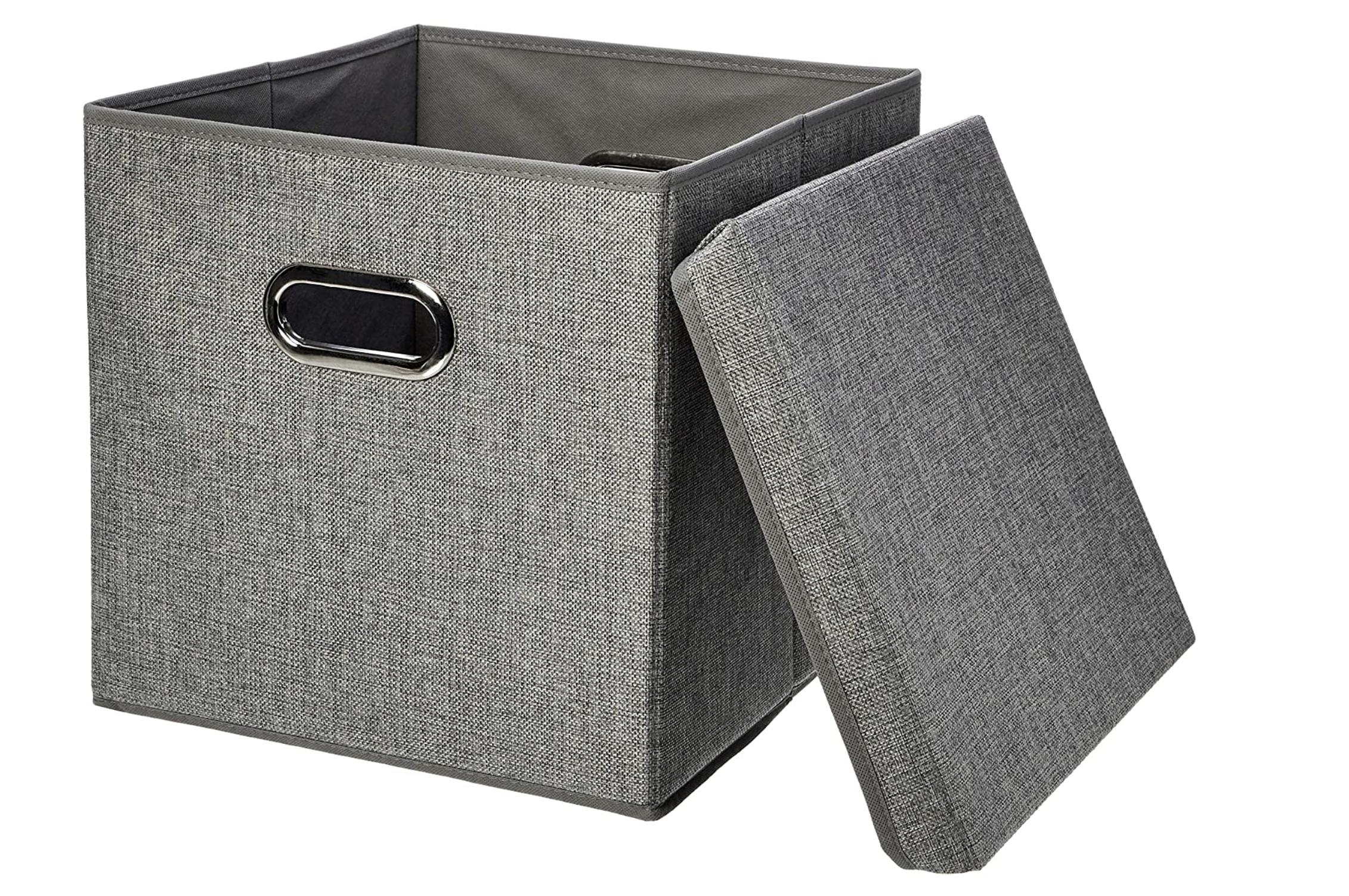 Cubo de almacenamiento cuadrado de color gris con tapa