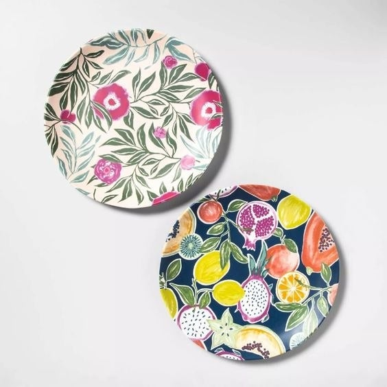 The plates in two patters: floral and fruit