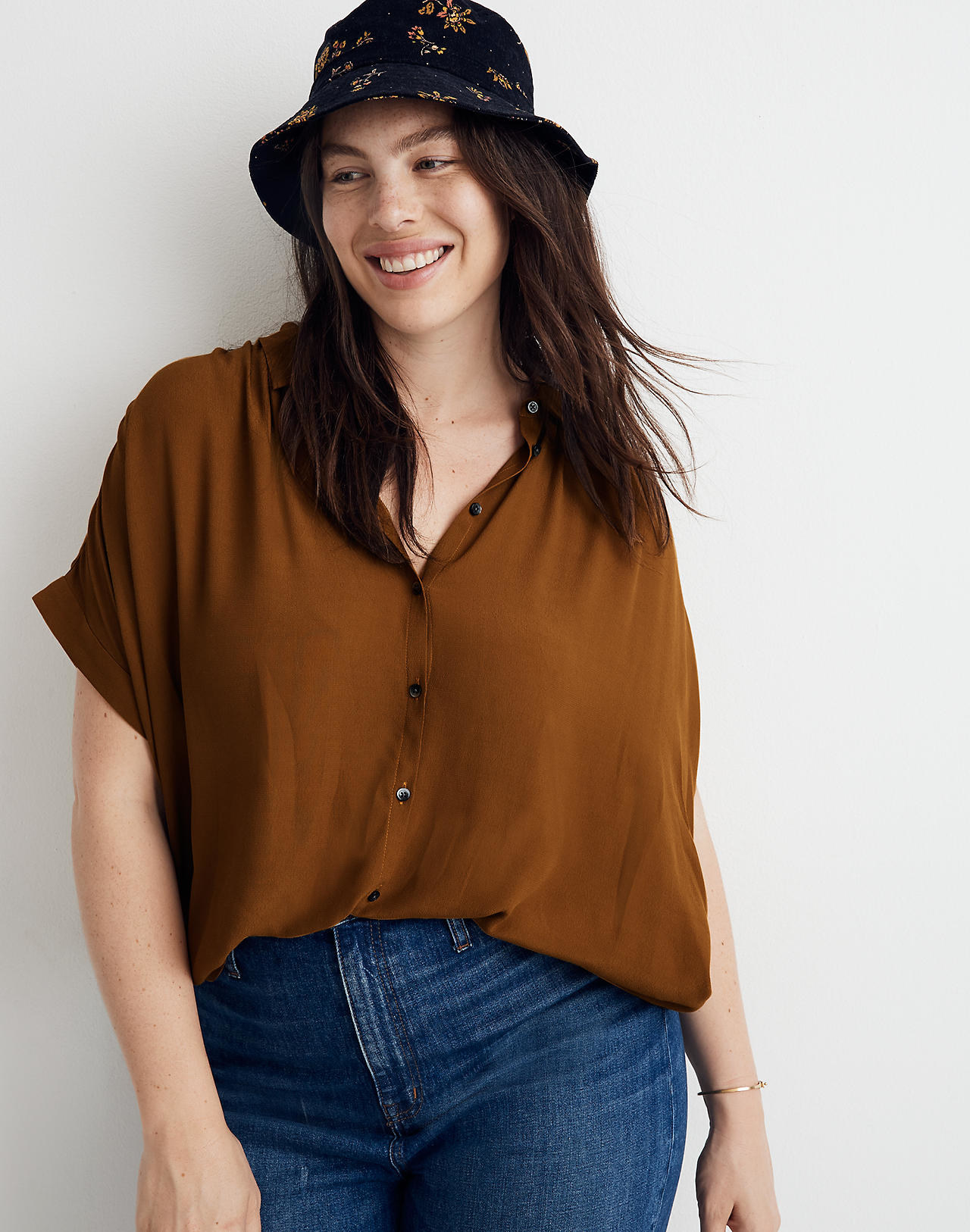 A plus-size model wearing the button-up short-sleeve shirt in tobacco
