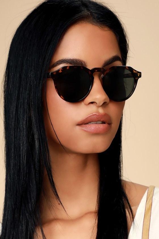 Model wearing sunglasses in tortoise