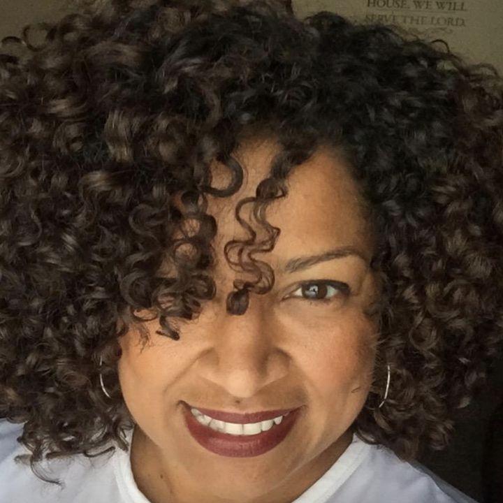 reviewer with defined curls