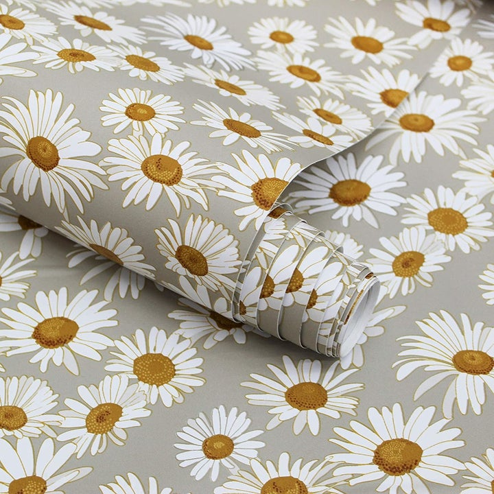 Close-up of the daisy print wallpaper