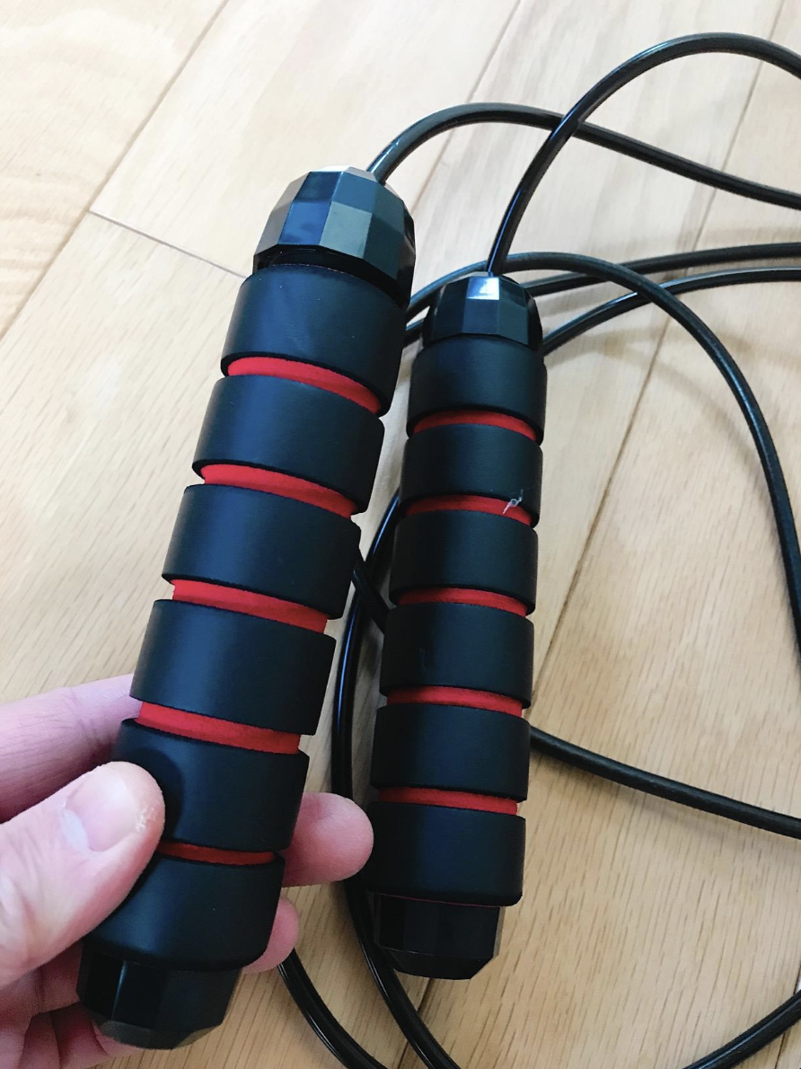 A reviewer holding the handles of the jump rope