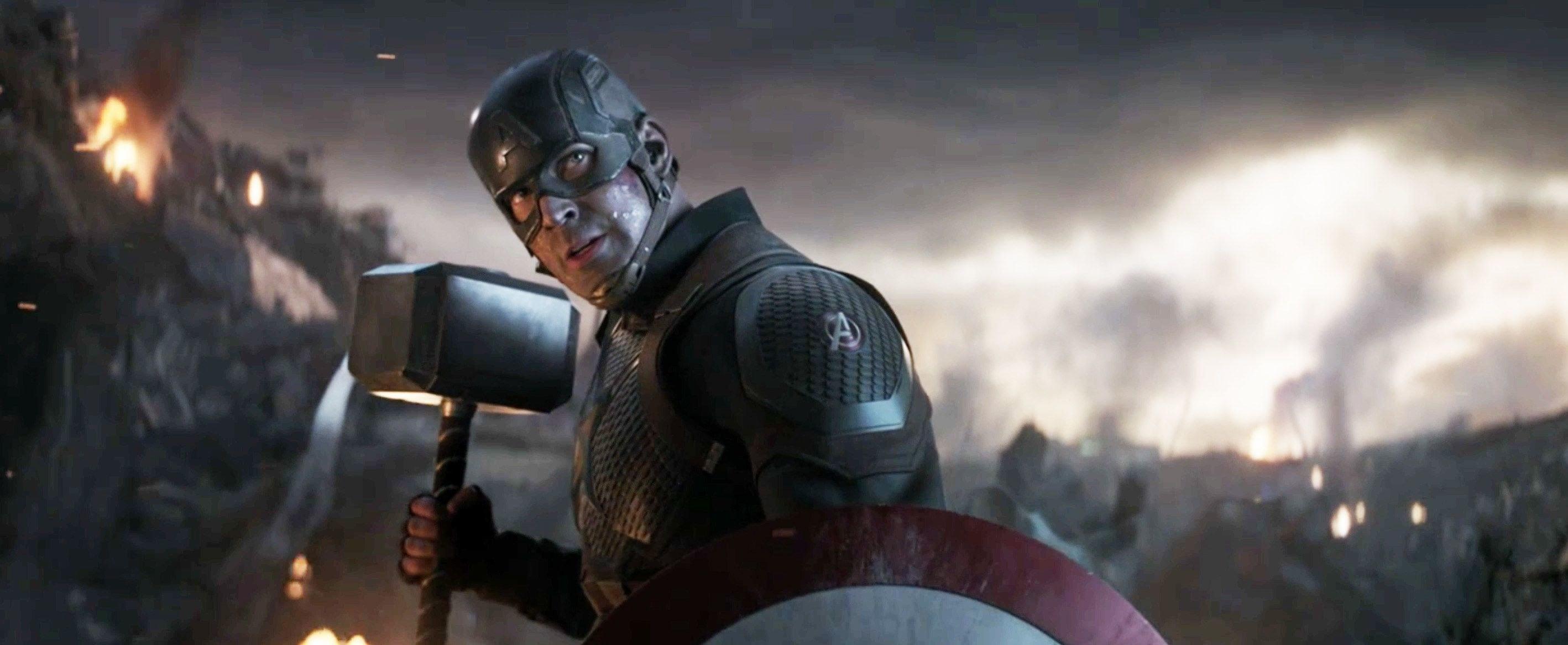 Captain American wielding Mjolnir in Endgame.