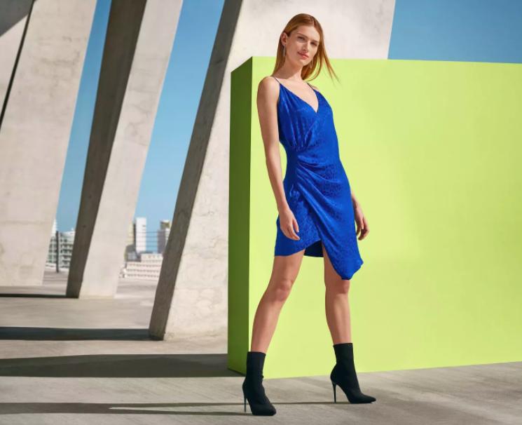 A model wearing the Cushnie dress.