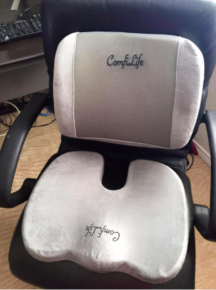 A reviewer's desk chair with both cushions