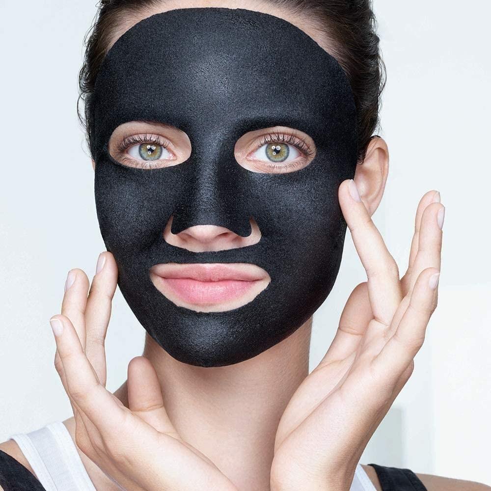 mascarilla facial de tela con carbón