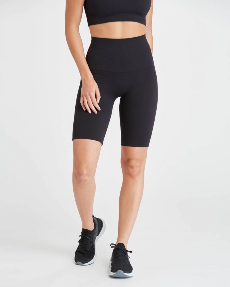 Model wearing the bike shorts that stop around mid-thigh in black
