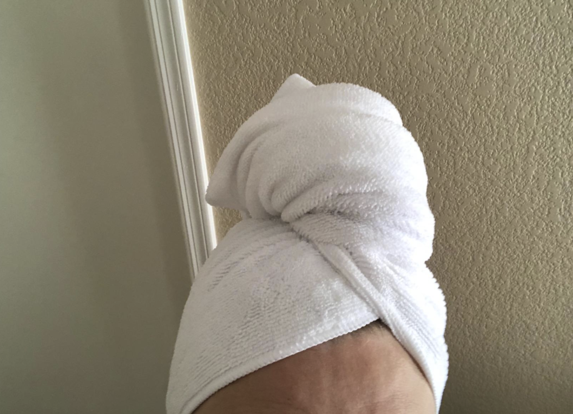 A reviewer's head with the microfiber towel wrapped around it