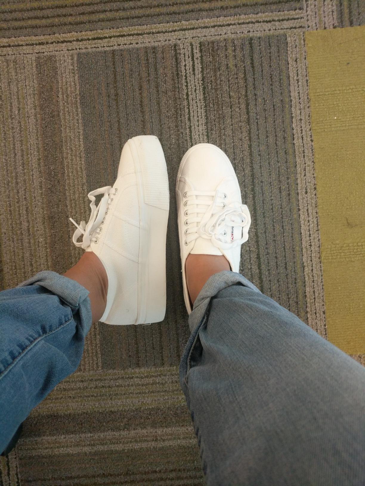 reviewer wears sneakers
