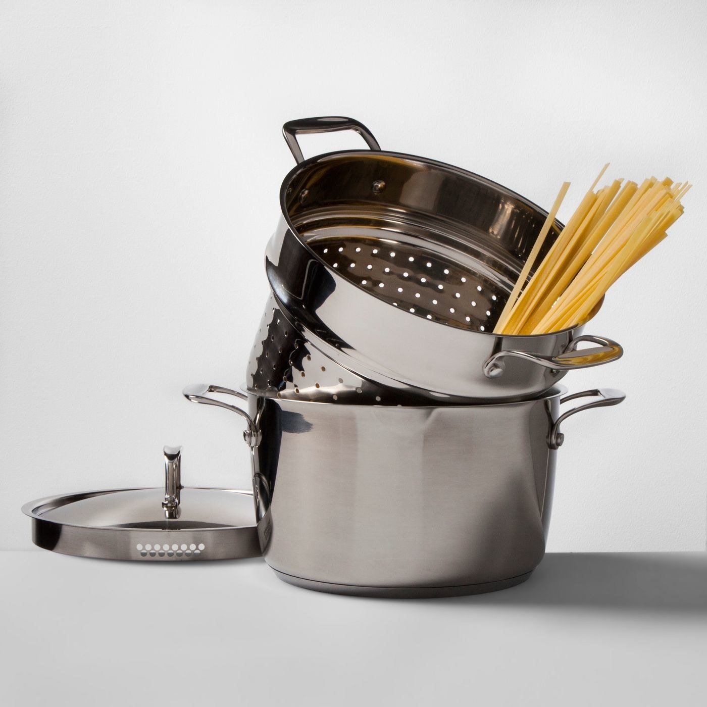 the stainless steel pot