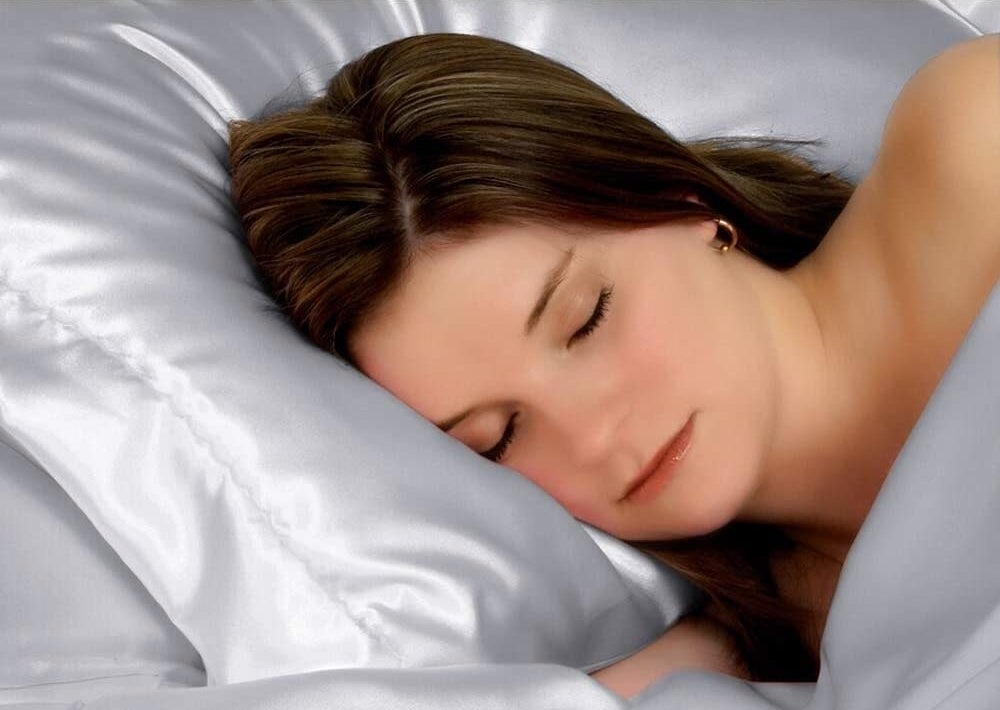 A woman sleeping on the silk pillowcase
