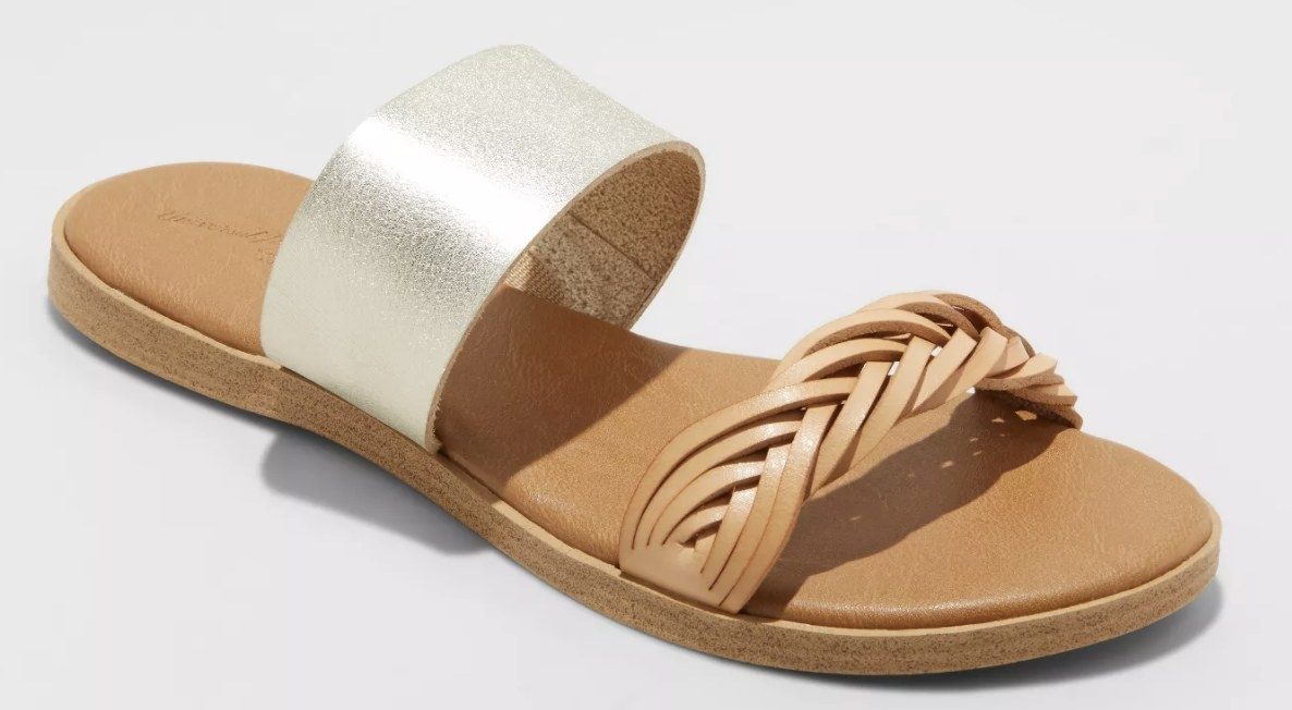 The sandals with two straps: one braided leather and one silver