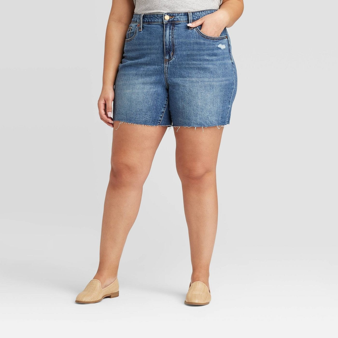 A model in the jean shorts
