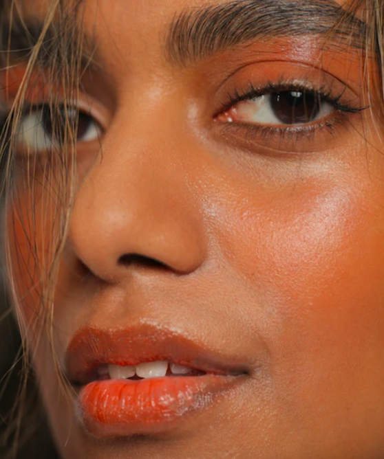 A model wearing the stain on their eyelids and lips