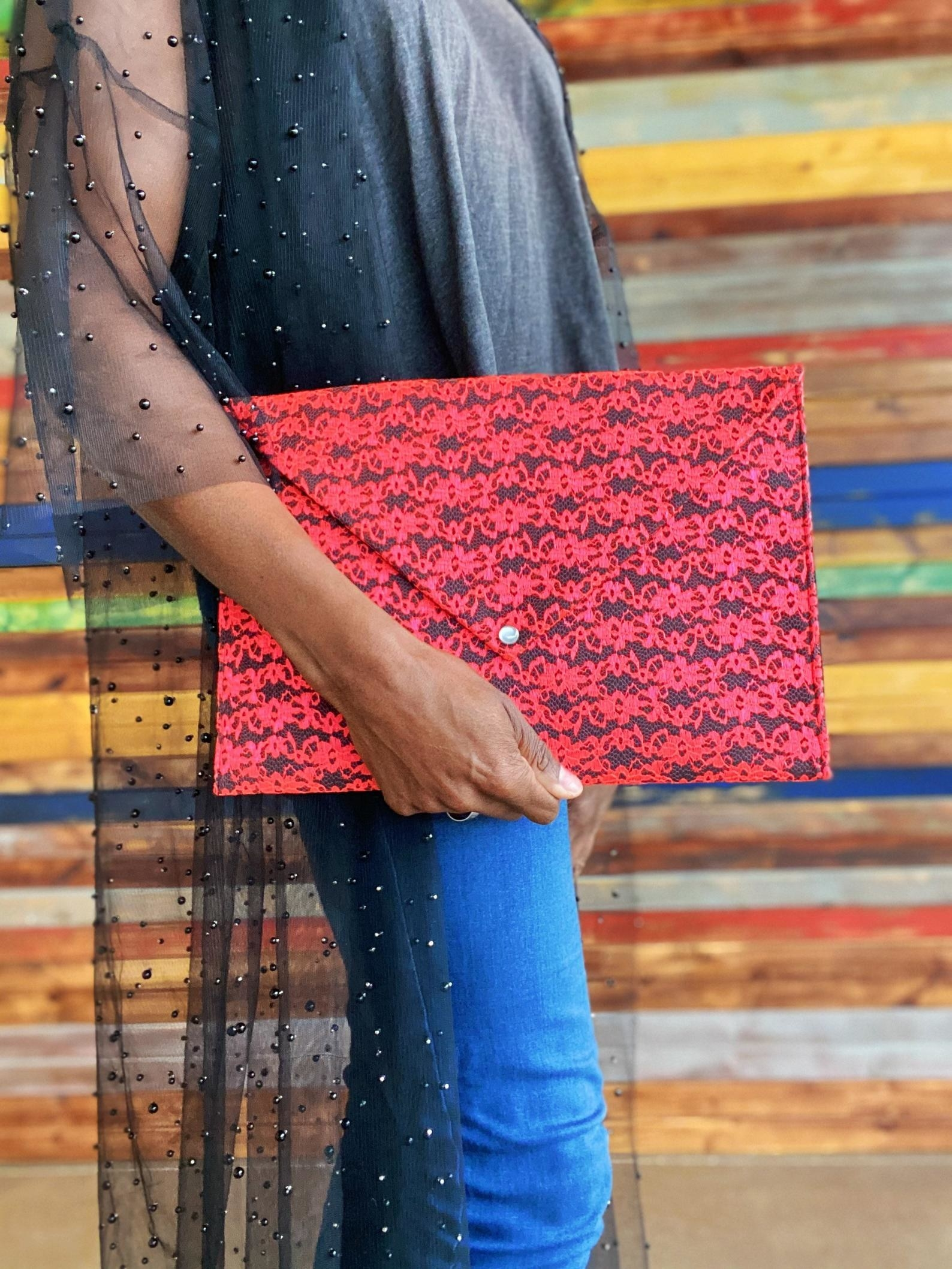 Model holding the large envelope clutch