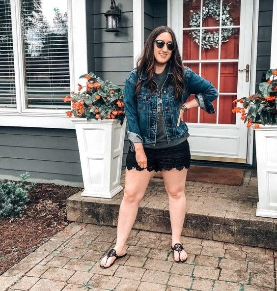 Reviewer wearing the shorts in black