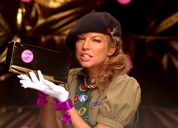 fergie with some girl scout cookies