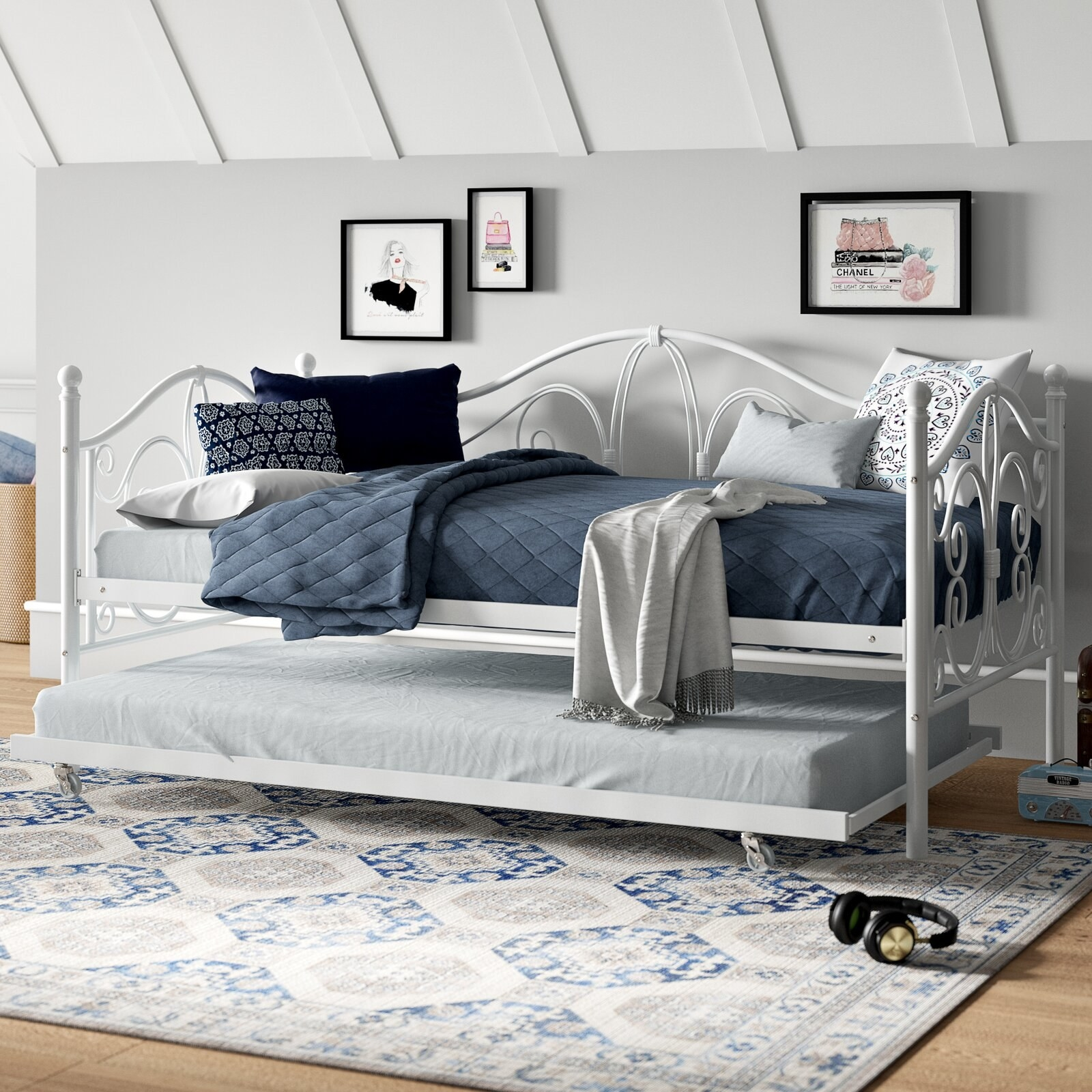 The white daybed with wire framing and a pull-out trundle