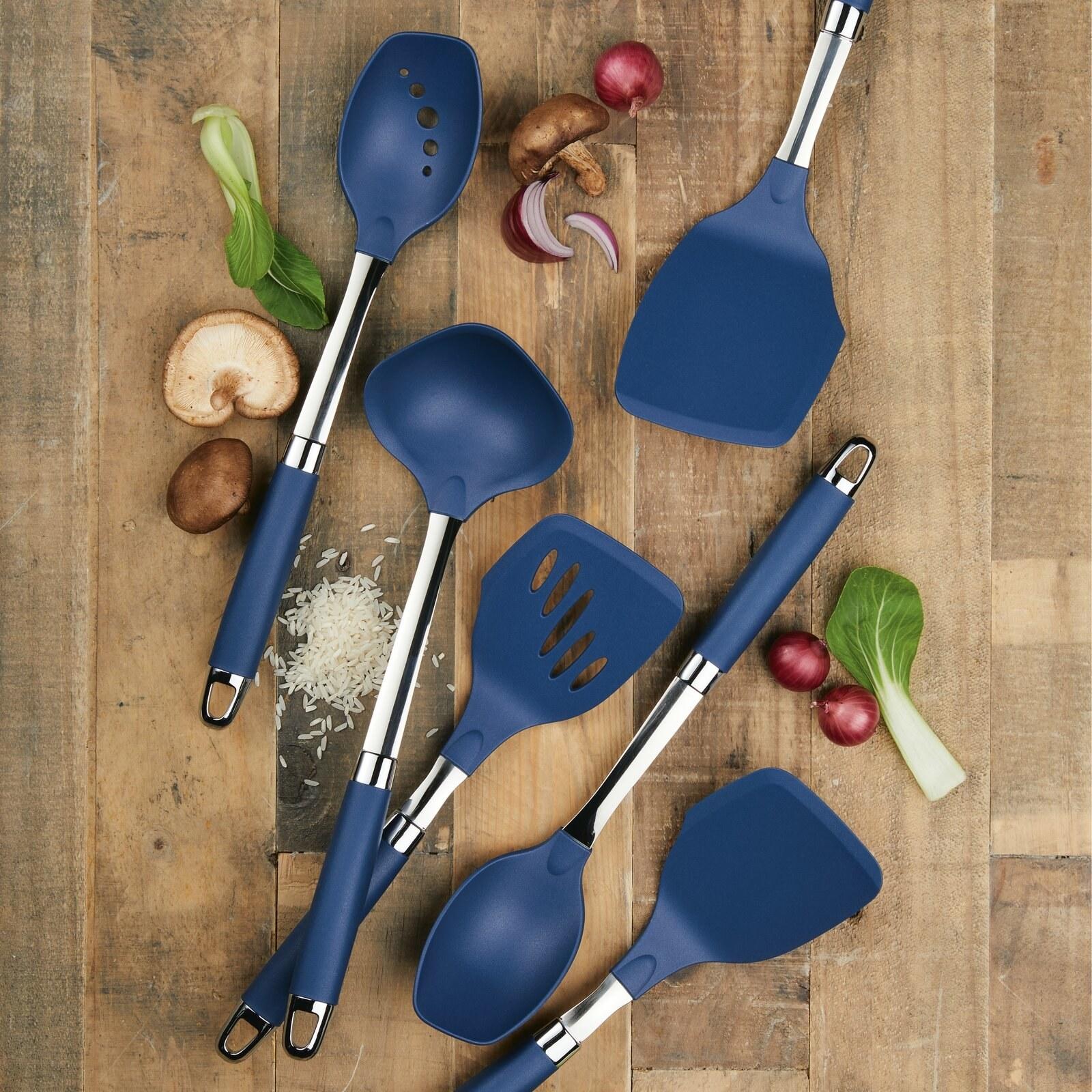 The nylon utensil set in blue