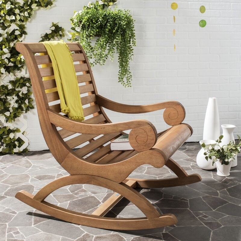 The rocking chair in the color natural