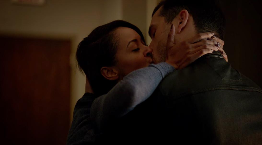 Bonnie and Enzo kiss