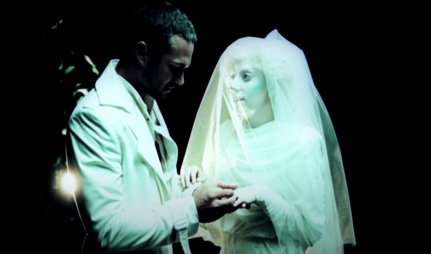 Lady Gaga marrying Taylor Kinney