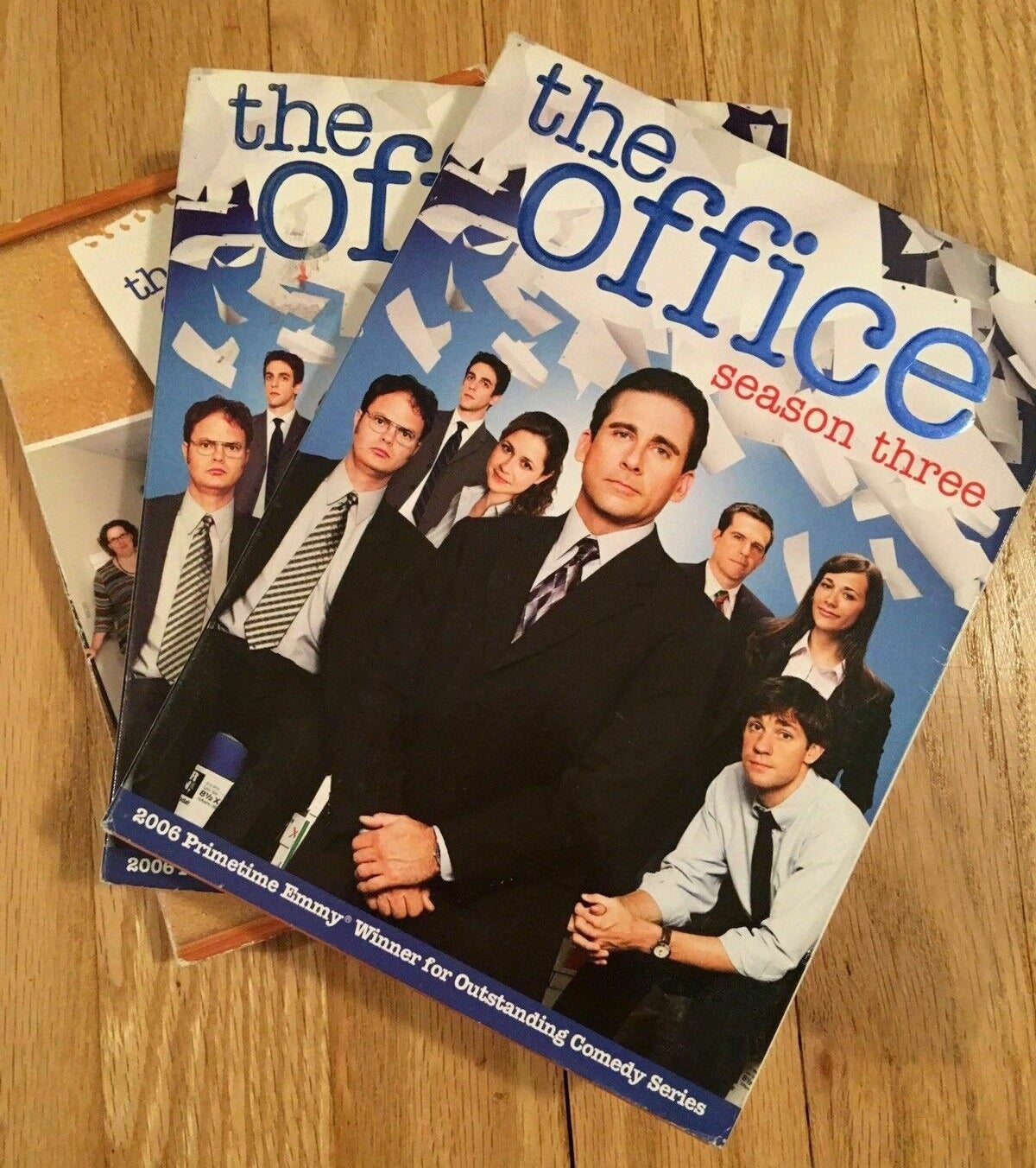 The cover for Season 4 of The Office on DVD.