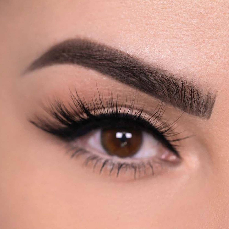 Model wearing the long false eyelashes