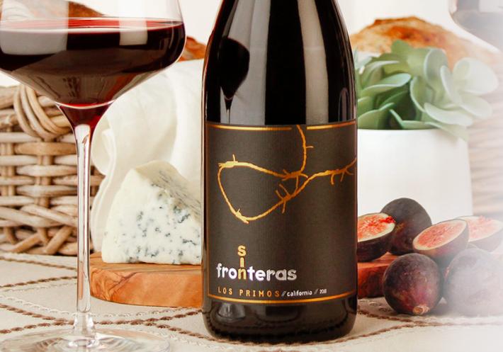 A 2018 bottle of Sin Fronteras Los Primos
