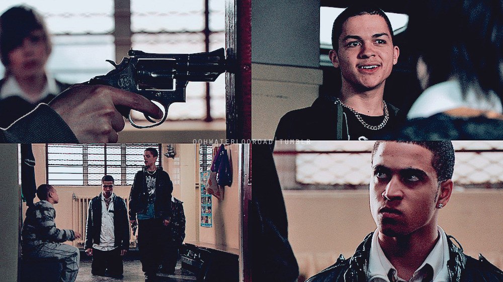 Photoset of Earl pulling out a gun and threatening Bolton