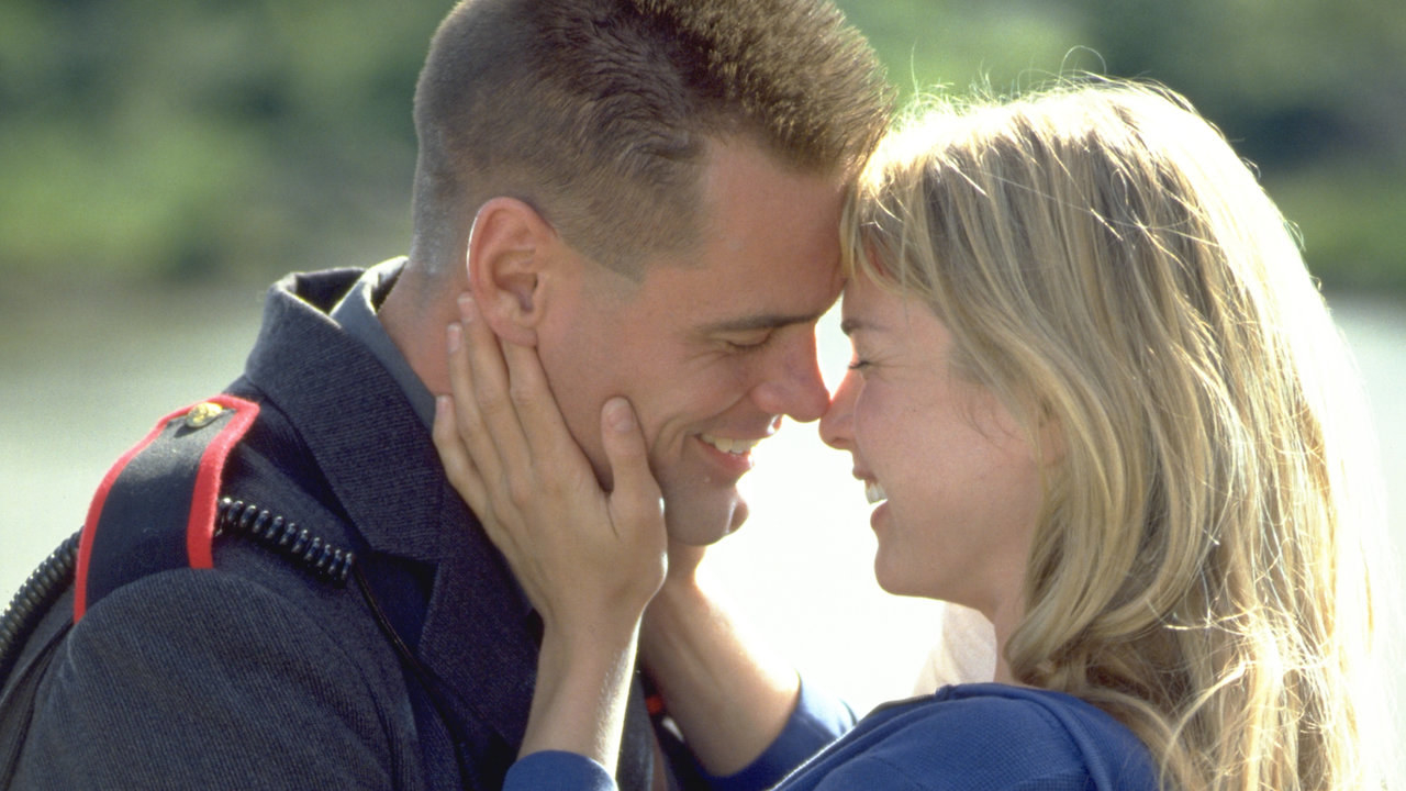 "A screen grab of Jim Carrey and Renée Zellweger in the 2000 film ""Me, Myself, & Irene."""