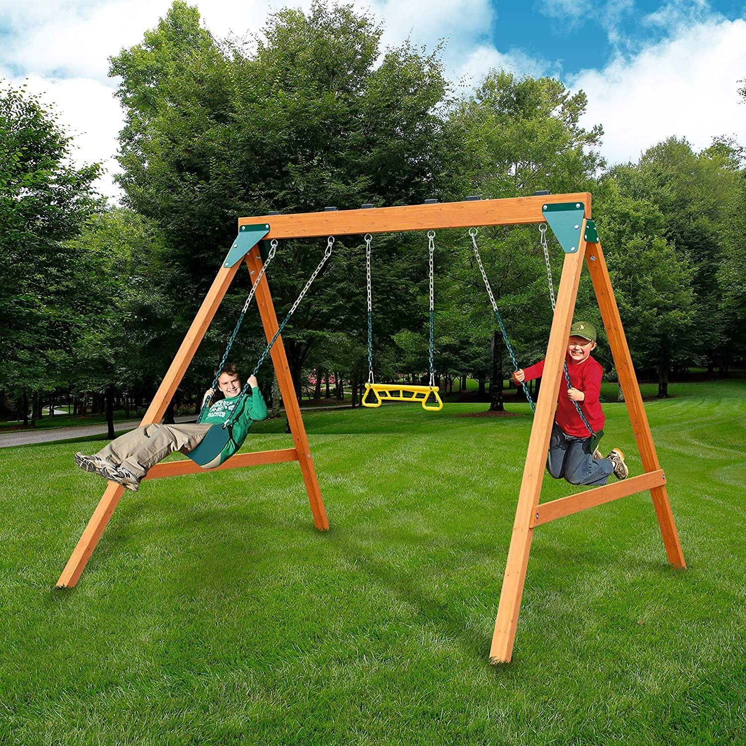 a swing set with two swings and a trapeze bar in the middle