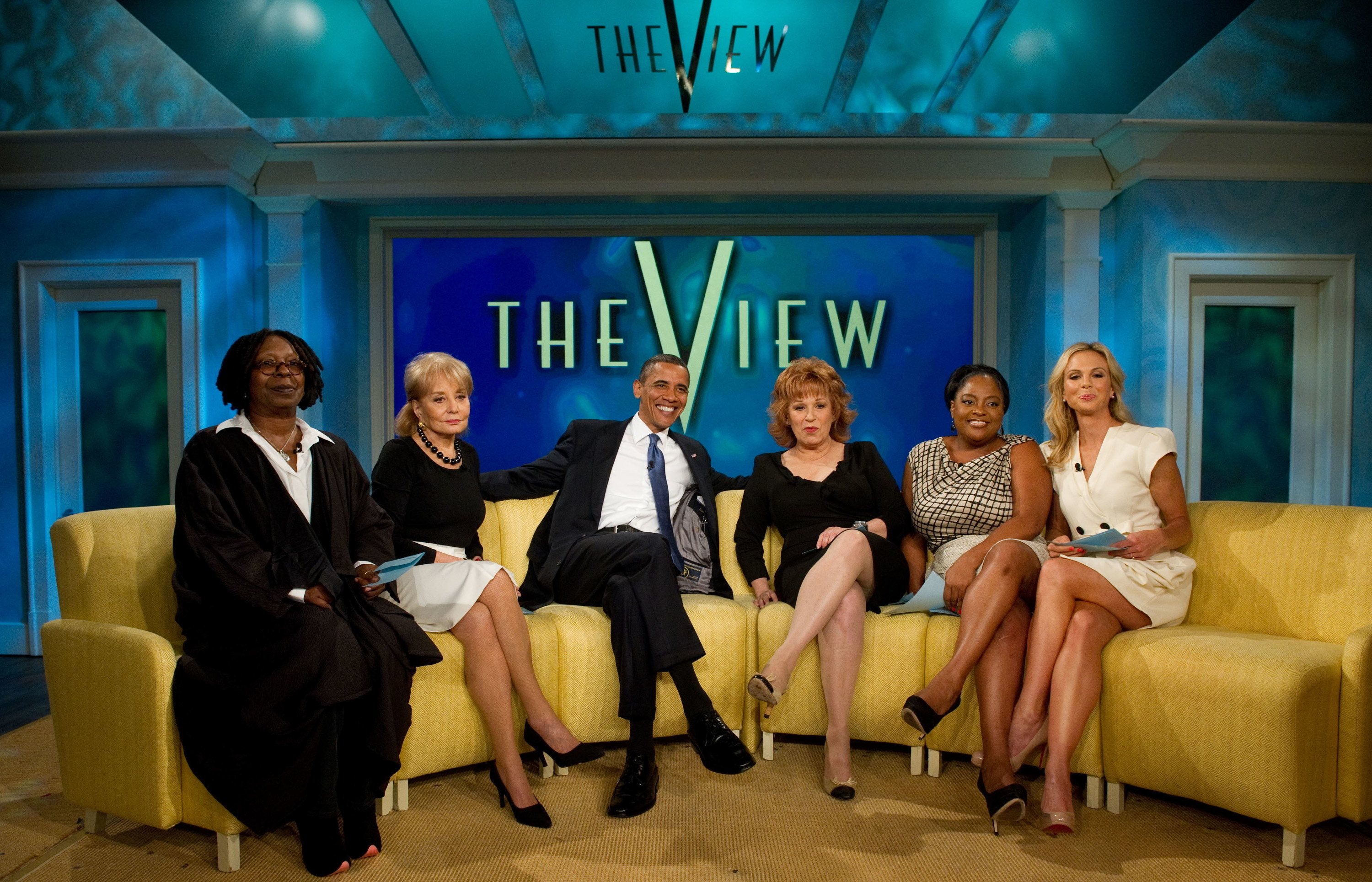 Whoopi Goldberg, Barbara Walters, President Barack Obama, Joy Behar, Sherri Shepherd, and Elisabeth Hasselbeck setting on yellow armchairs on the set of The View